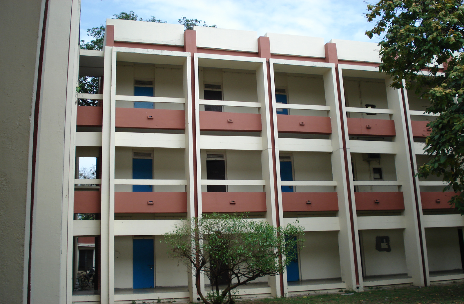beverages consumed by upv dormitory residents The university provides a desk, chair, bookcase, dresser and bed for each resident furniture may not be removed from any dormitory room rooms without closets have wardrobes, which are secured and are not to be moved.